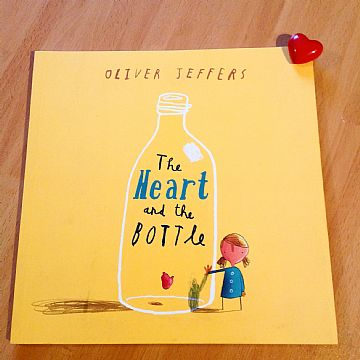 cocuklar-icin-kitap-onerileri-the-heart-and-the-bottle-by-oliver-jeffers-4-yas-ve-uzeri